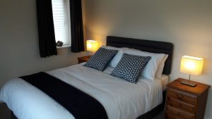 Rooms - Double room En suite shower room with hand basin and WC. Writing desk and chair. Tea and coffee making facilities, free WiFi and smart TV with Netflix.